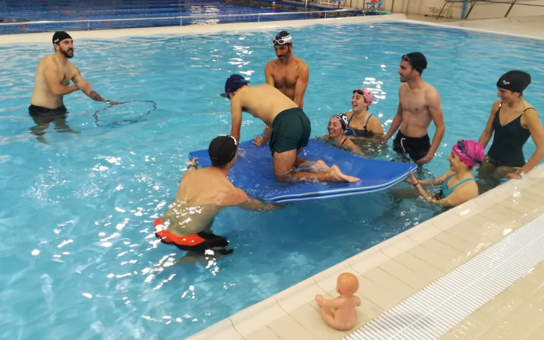 Gran éxito en el curso de monitor de natación para bebés